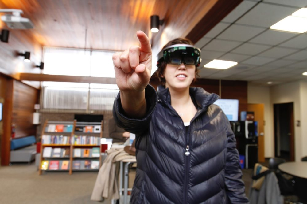 What do Virtual Reality and Books have in Common?